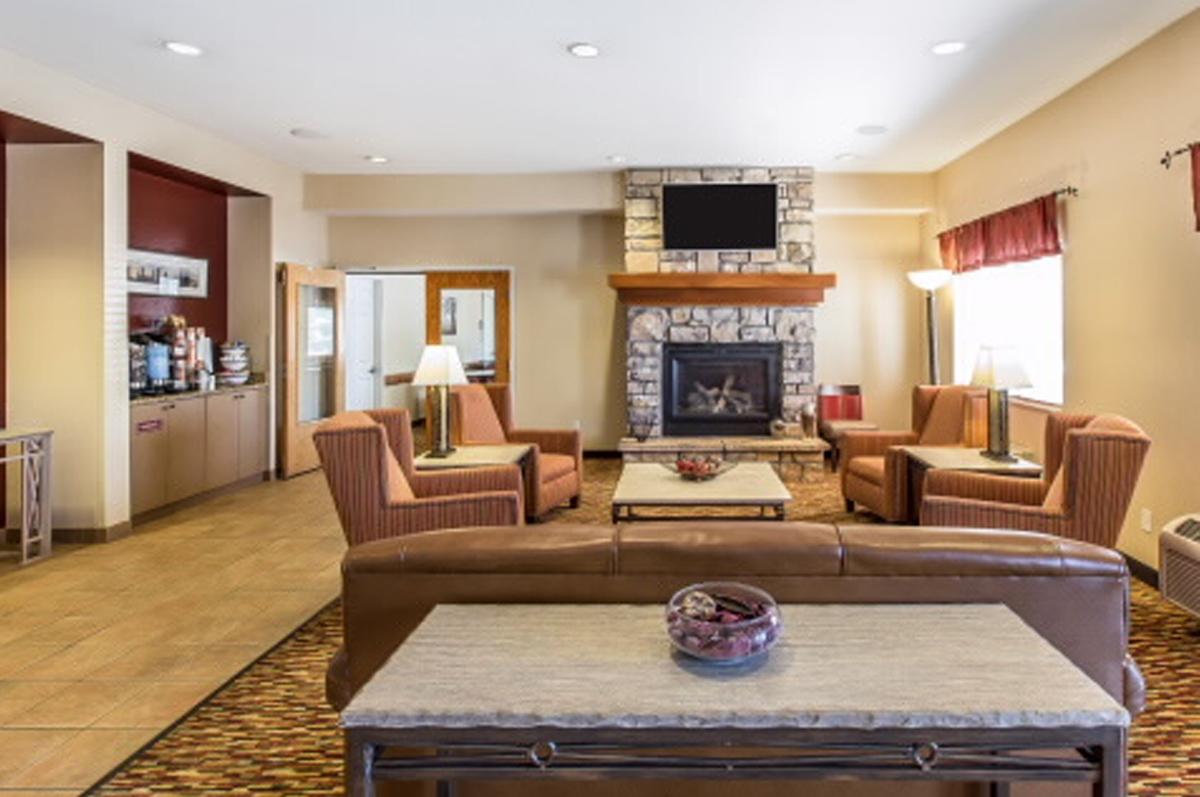 comfort-inn-lobby
