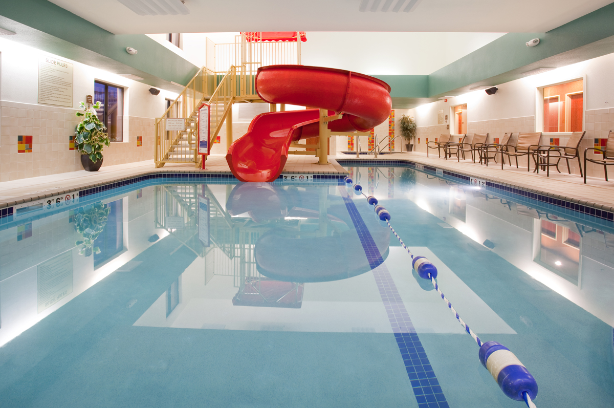 Holiday inn express and suites visit loveland for Holiday inn with swimming pool